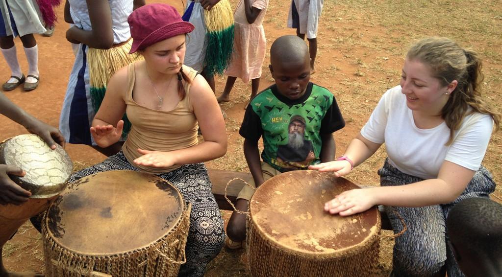 volunteer in Uganda learn how to play african drums