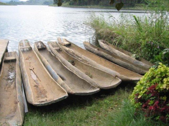 dug out canoes in western Uganda