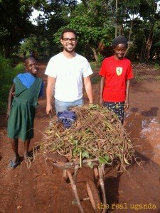 volunteers working on a farm in Uganda