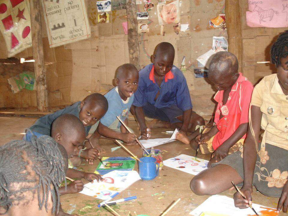 volunteer in Uganda and teach art