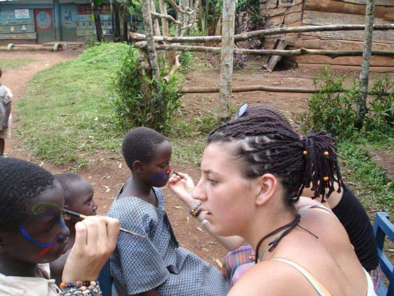 volunteer in Uganda working at a primary school